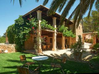 Casa a 3 km de Ibiza con piscina privada para 10 p