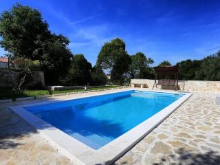 ZADAR UGLJAN ISLAND POOL APARTMENT SLEEP 4-6 SEAFR, Ugljan Island