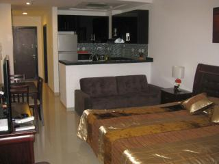 Comfy Studio near the beach in JBR Dubai # BOS38, Dubaï