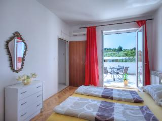 Apaartment in Jezera, Murter, near beach,max 2 pax