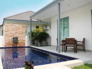 Modern 2BR Pool Villa, Beach Close!, Hua Hin