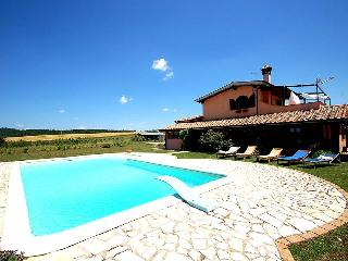 Villa with private pool 8 kms from Bracciano