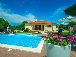 Mon Perin Castrum- Villa Karla***, Bale
