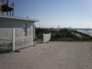 Cozy Oceanfront Lodging, New Smyrna Beach