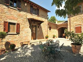 Tuscan Charm of Cottage Roccaio in the Countryside in Cortona