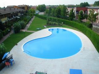 elegante bilocale a Sirmione con piscina