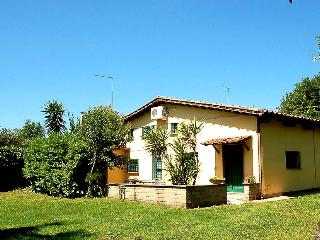 Semidetached house with pool. 5 kms lake Bracciano