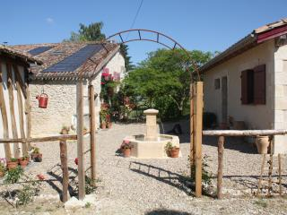 Holiday Cottage with shared pool near Duras, St Pierre Sur Dropt