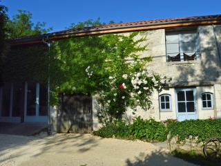 The Grange - a 3-bed/bath house with heated pool, Loubes-Bernac