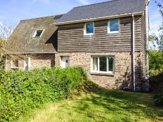 PARC, secluded cottage, off road parking, garden, in Llyswen, Ref 918623