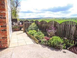 ST CUTHBERT'S COTTAGE, welcoming cottage, with three bedrooms, decked area, countryside views, in Holy Island, Ref. 918954, Beal