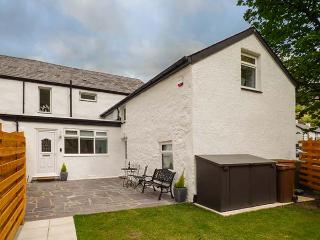 BWTHYN Y NANT, semi-detached, woodburner, parking, enclosed garden, in Llanberis, Ref 919315