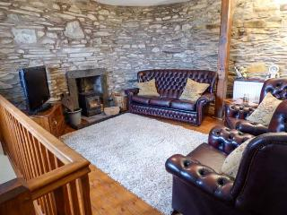 HORRACE FARM COTTAGE, woodburning stove, pet-friendly, patio, in Pennington, Ref 921656