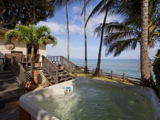 Paia Paradise Beach House - waterfront, w/ hot tub, Kapolei