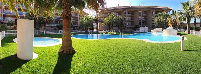 Perfect maintained tropical garden with super-clean swimming pools and jacuzi