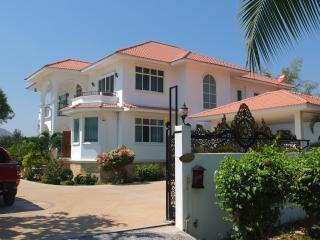 5 bed, luxury pool villa in Hua Hin