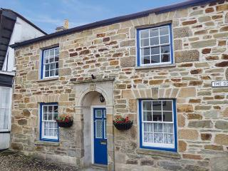 2 THE SQUARE, Grade II listed cottage with two woodburners and WiFi, sun trap garden with patio furniture, Chacewater, Ref 922423