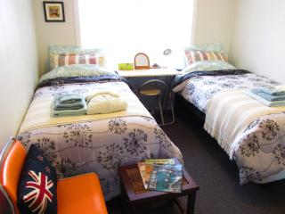 KIWI-RACCO B&B --  Guest Room 2 (Twin)