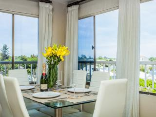 Cottesloe Beach House Stays-Riverside Claremont