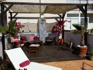Kikas Place in Sitges centre  3bedroom/5 outdoor
