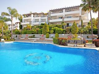 Large two bedroom apartment Los Arqueros Marbella