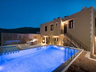 Lameriana  Luxury villa (pr. jacuzzi& shared pool), Rethymnon