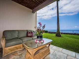Spacious, Groundfloor Oceanfront Unit, 2 bedroom, 2 bath, Kailua-Kona
