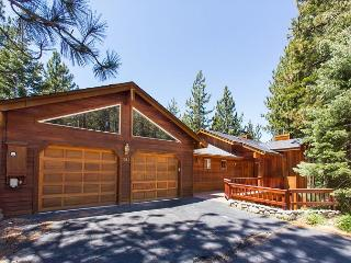 Stunning luxury mountain home with pool table, a hot tub, mountain views., South Lake Tahoe
