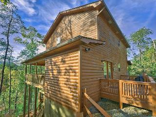 3 Bedroom Smoky Mountain Cabin Rental with Theater Room, Pool Table, Hot Tub