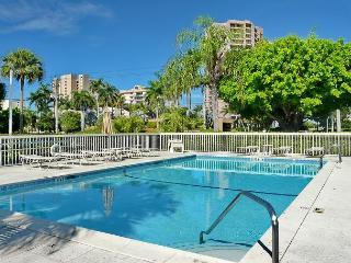 Relaxing condo w/ heated pool & short walk to South Beach