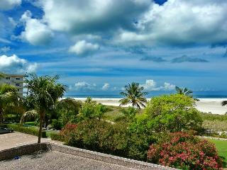 Rustic beachfront condo w/ heated pool on Tigertail Beach