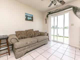 1BR/1BA Waterfront House in Holiday Beach, Sleeps 4, Rockport