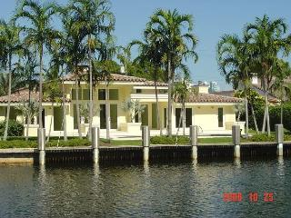The Original Florida Dream Heated Pool 4/4,14 guests Gated Community, Hallandale Beach