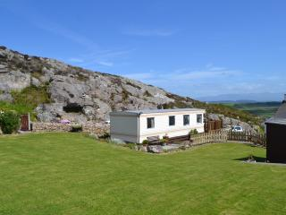 Beautiful Caravan with WONDERFUL VIEWS on Anglesey, Llanerchymedd
