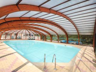 Le confort de la piscine sous abri.
