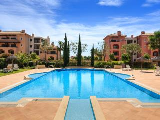 PENTHOUSE (Sleep 4+2), free welcome basket, WIFI, Vilamoura