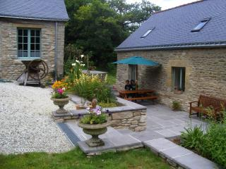 Spacious and peaceful rural Cottage sleeps 5, Pontivy