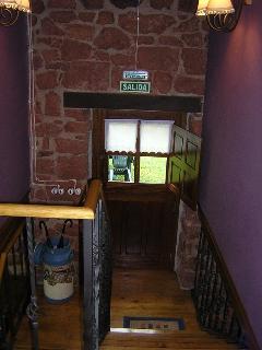 Escalera acceso habitaciones y a porche Habitacion Doble La Pumarada