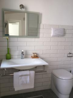 White bathroom - 1st floor