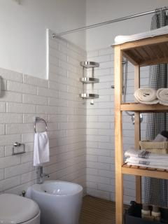 Large shower tray in the 1st floor bathroom