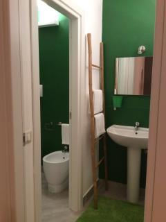 Master bedroom bathroom - ground floor