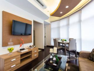 Luxurios 1BR at Twin Oak Tower Near Shangrila Mall