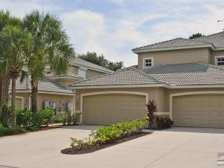 Bright & cheerful in Cypress Woods with Golf & Social Membership, Naples