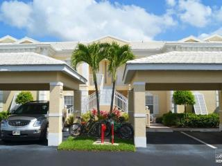 Bright and airy vacation condo in resort community just minutes from beach, Naples