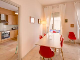 Sant Sebastia - modern apartment for 6, by the sea, Sitges