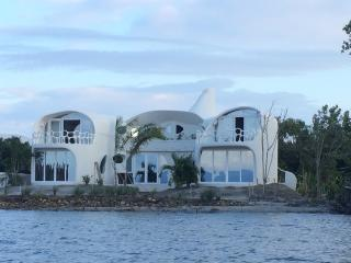 Vacation Rental in the Caribbean. Lux. Swan Villas
