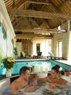 gîte avec piscine intérieure chauffée jacuzzy sauna hammam