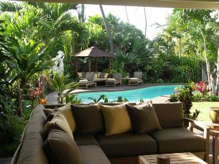 Kahala Hale, 4BR, Pool Spa, A/C, Across from Beach, Honolulu