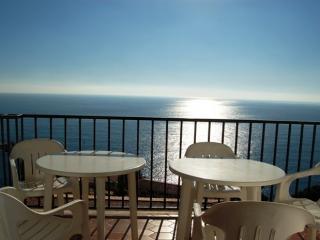 Apartamento con increibles vistas al mar y piscina