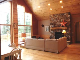 Secluded MW Lake Home - Pet Friendly - Year Round, Manitowish Waters